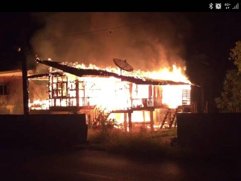 ลำปาง  ระทึกไฟไหม้บ้านวอดกลางดึก