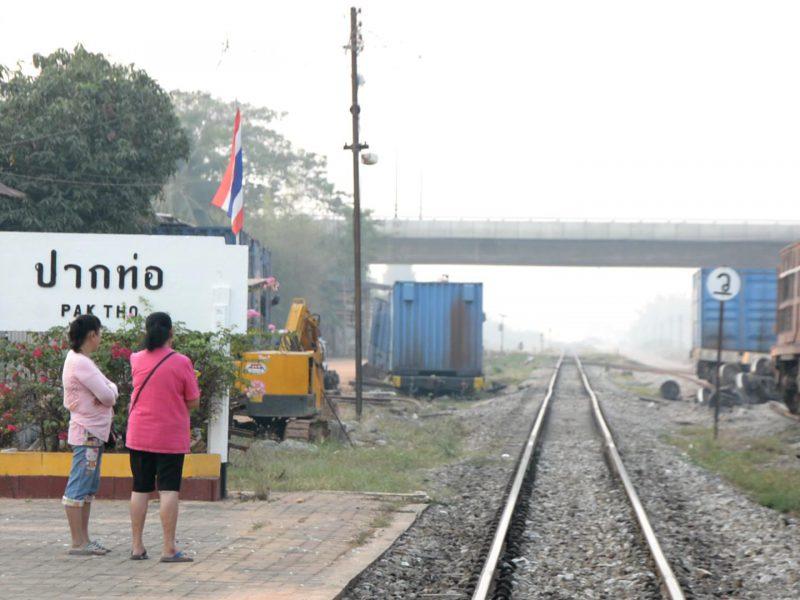 ราชบุรี   รฟท.เปิดรางรถไฟ ปล่อยขบวนรถขาขึ้นขาล่องเข้าสู่ระบบตามปกติ