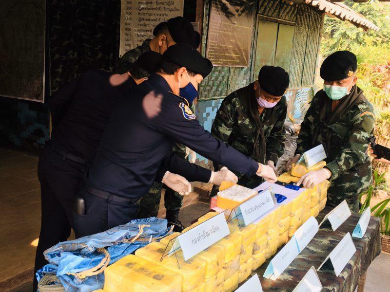 เชียงใหม่  กองกำลังผาเมืองปะทะเดือดแก๊งขนยาบ้าชายแดนสี่แสนเม็ดจับตาย1 ศพ
