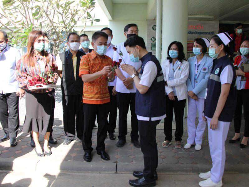 สุพรรณบุรี ส่งทีมแพทย์พยาบาลช่วยสมุทรสาครพ่อเมืองส่งเดินทางให้กำลังใจ