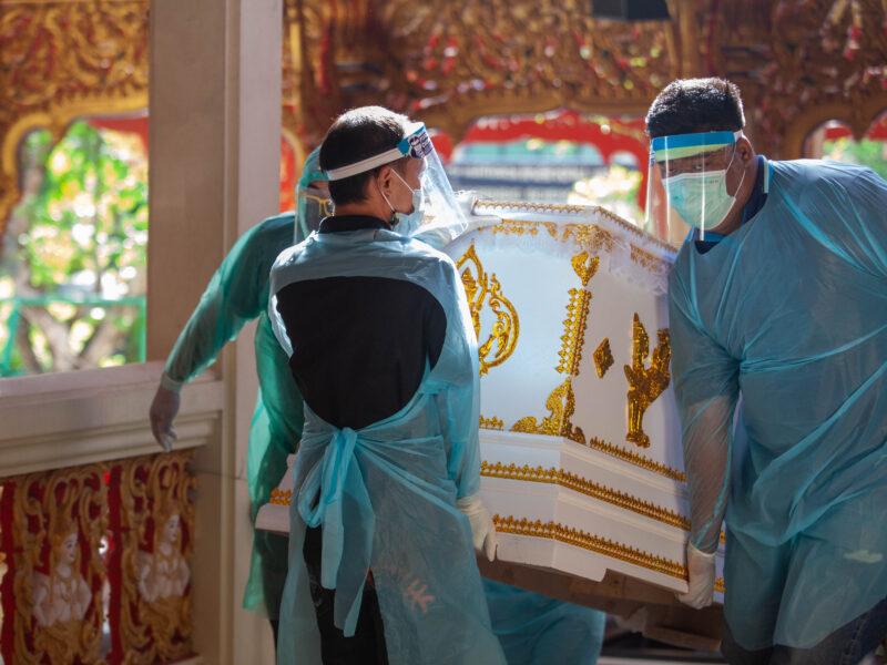 นครปฐม    ญาติกังขาส่งแม่ป่วยเข้ารพ.คืนเดียวเช้าตาย รพ.บอกเป็นโควิด-19