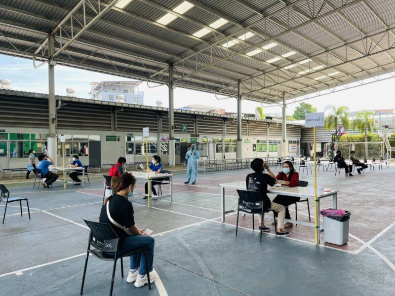 นนทบุรี วิทยาลัยเทคโนโลยีปัญญาภิวัฒน์ดำเนินการเข้มตรวจ ATKนักเรียนก่อนฝึกปฏิบัติงาน