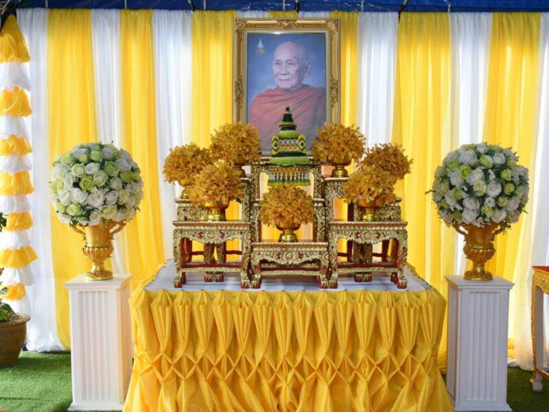 พิจิตร  ปลัดกระทรวงมหาดไทยมอบถุงยังชีพประทานของสมเด็จพระสังฆราชและเยี่ยมเยียนผู้ประสบภัย