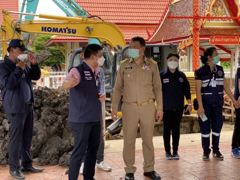 นนทบุรี  ปลัดมท.ตรวจเยี่ยมให้กำลังใจประชาชนและเจ้าหน้าที่ในการดำเนินงานป้องกันและแก้ไขปัญหาอุทกภัย
